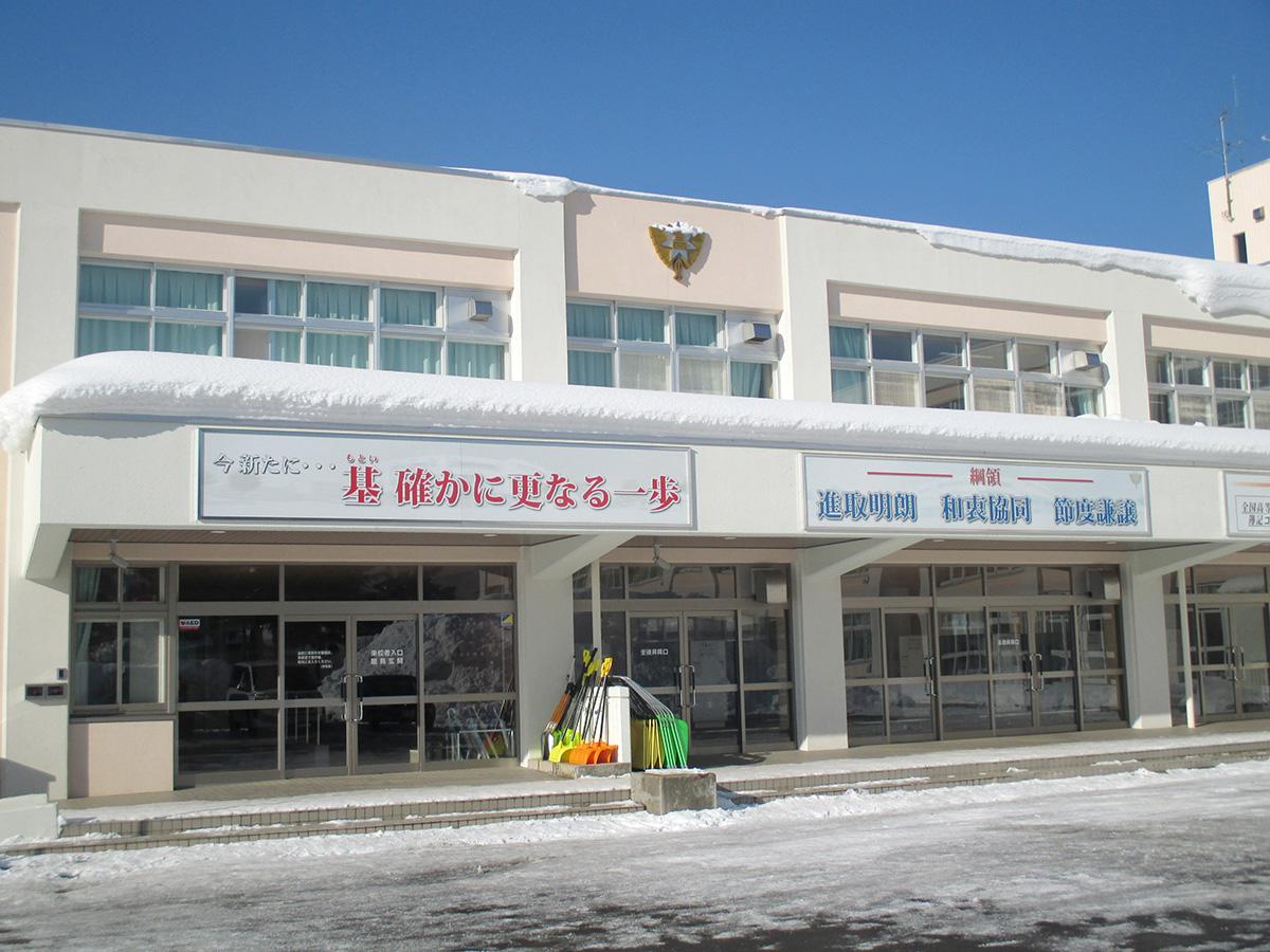 青森商業高等学校 パネルサイン&校章